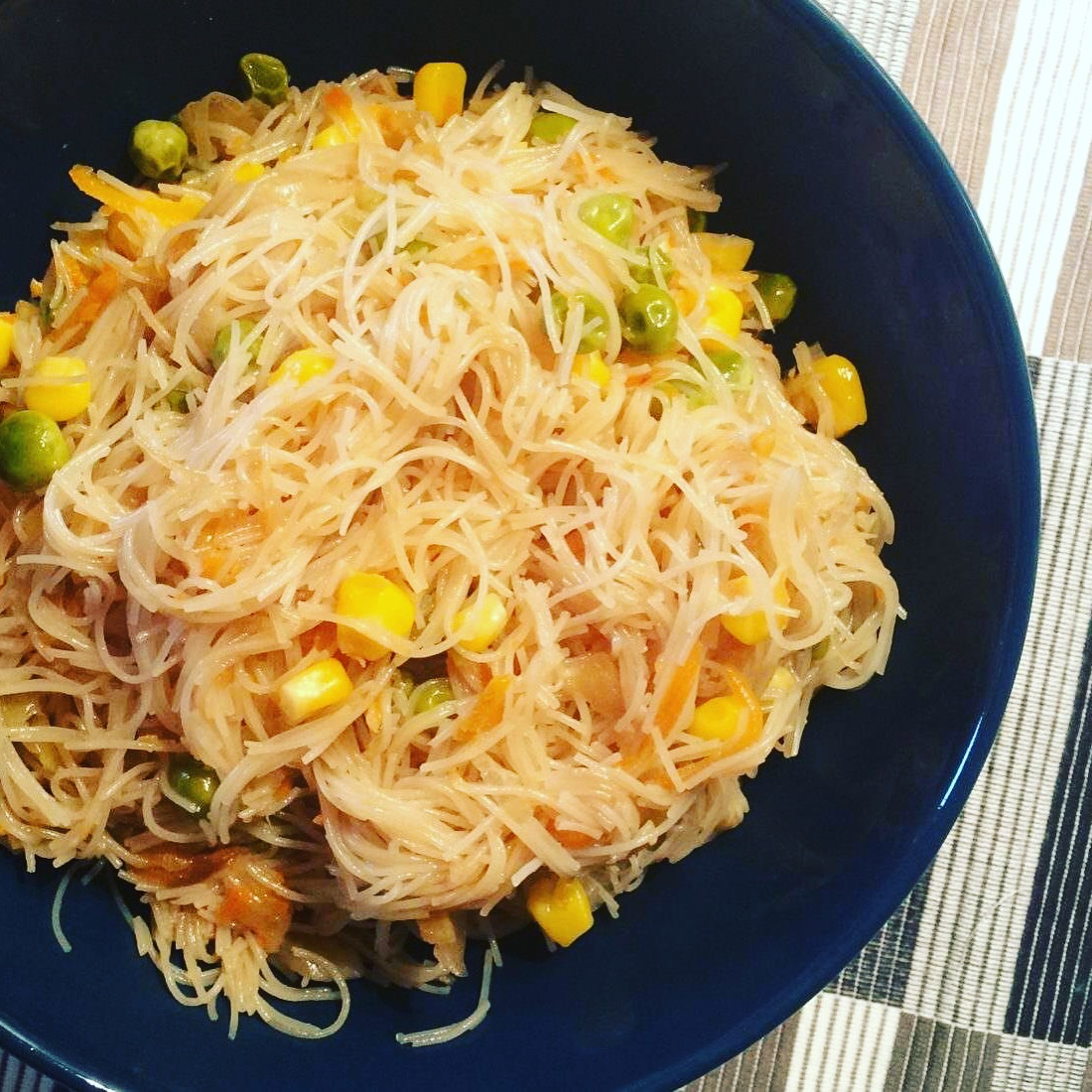 Features and caloric content: rice noodles