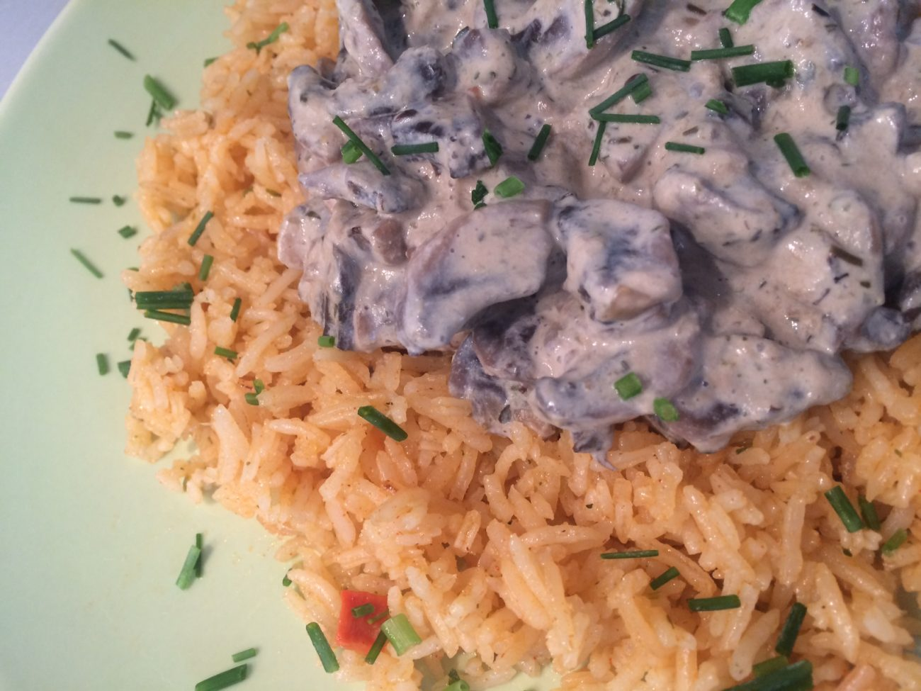 Red rice with creamed mushrooms